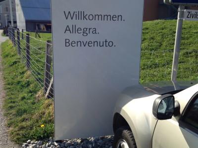 Plantahof_Stele_Willkommen